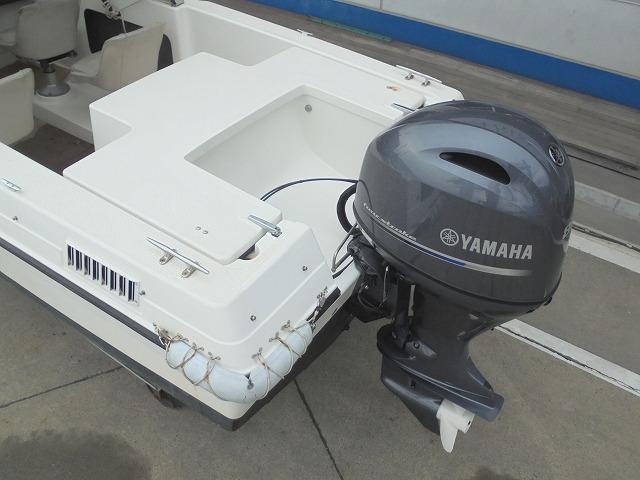 船外機は最新のヤマハ80馬力です